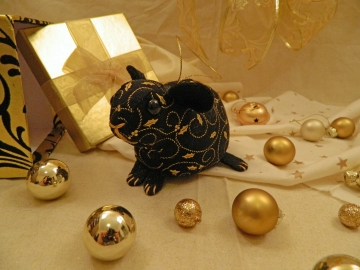 Black with Gold Vines Guinea Pig Ornament