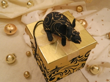 Black with Gold Vines Mouse/Rat Ornament