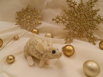 Gold Snowflakes Mouse/Rat Ornament
