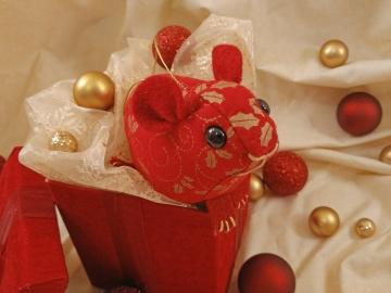 Maroon with Gold Vines Guinea Pig Ornament