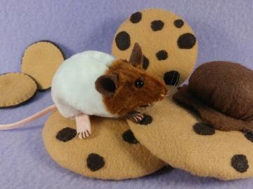 """Neapolitan """"Nea"""" Mouse Plushie"""