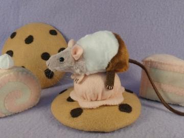 """Neapolitan """"Poli"""" Mouse Plushie"""