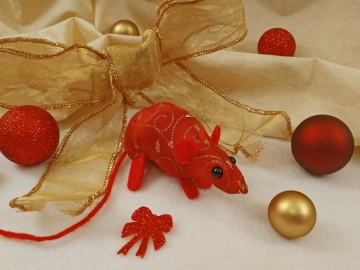 Red with Gold Vines Mouse/Rat Ornament