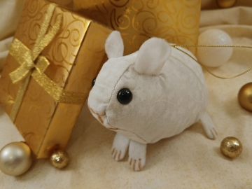 Clone of White Holly Guinea Pig Ornament (Gold)